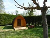 "Unusual holiday on the banks of the Sorgue. Accommodation in ""Hutte nature"" pods"