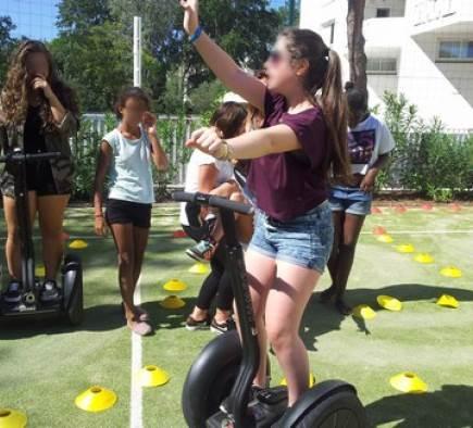 Les jeunes filles du club ado de Cap Vacances s'éclatent à Segway et battent les garçons au chrono. !