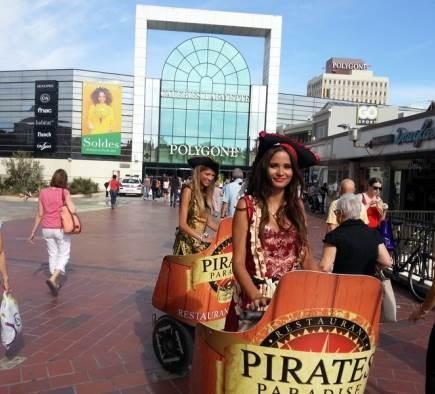 Deux jolies hôtesses pour les Pirates