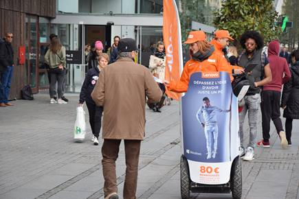 Soldes : pourquoi organiser une campagne street marketing