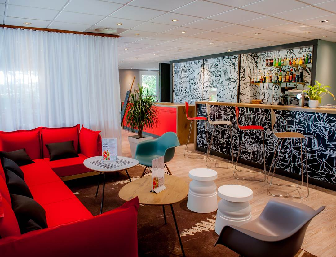 hôtel ibis vannes salon & bar