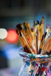 Ateliers enfants : faire son encre végétale et dessiner avec !
