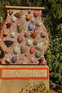 Visites du Village de St-Quentin la Poterie En terre céramique