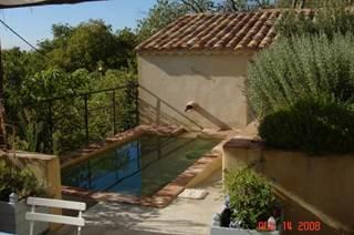 La petite calade : maison de charme avec piscine