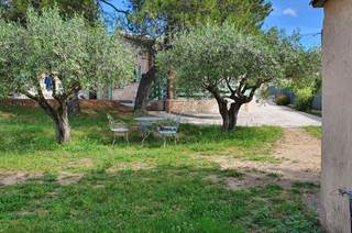 Maison agréable sur un terrain de 590 m², arboré et clôturé pouvant accueillir 6 personnes