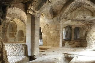 Abbaye Troglodytique Saint-Roman de l'Aiguille