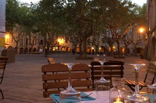 Restaurant Le R - terrasse place aux herbes à Uzès ©