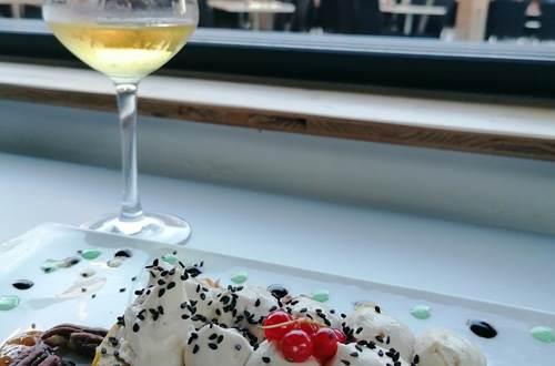 Restaurant La Source, cuisine raffinée accompagnée d'un verre de vin du Domaine ©