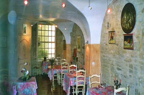remoulins;gard;auberge;restaurant;les escaravats;auberge les escaravat ©