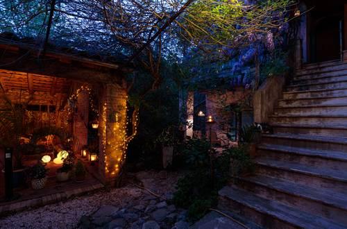 la vieille maison Durfort patio en lumie`res ©