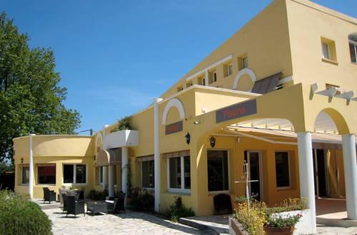 pouzilhac;gard;restaurant;hotel restaurant © Deschamps