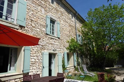 La façade côté terrasse et jardin ©