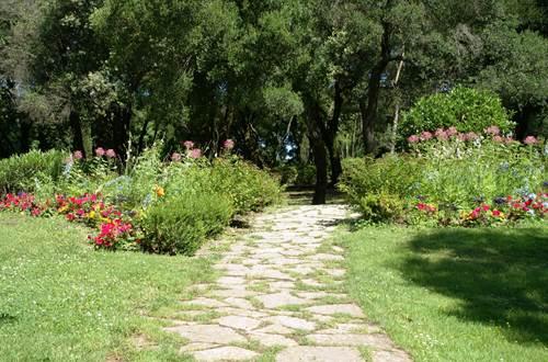 Jardins de la Fontaine - Allée ©