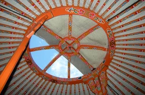 asinerie-badjane-yourte-mongole-toonoo-ouvert-sur-le-ciel ©