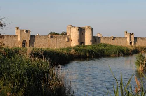 Remparts d'Aigues-Mortes vue d'ensemble ©