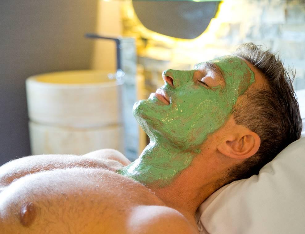 Masque-Visage-Spiruline-Homme-Miramar-La-Cigale-Thalassothérapie-&-Spa-Arzon-Presqu'île-de-Rhuys-Golfe-du-Morbihan-Bretagne sud